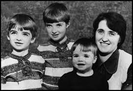 Oasis - Family Portrait (real)
